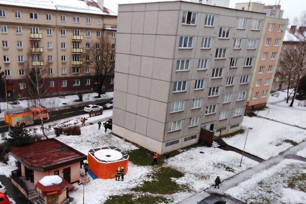 Záchranná akce v Okružní ulici v Havířově-Šumbarku.