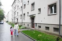 Několik domů v Karviné-Novém Městě se dočkalo nedávno rekonstrukce.