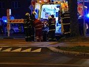 Záchrana muže po pádu z okna v Havířově.