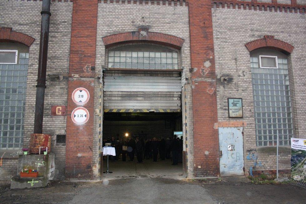 Průmyslová zóna Dukla v Havířově-Dolní Suché. Součástí areálu jsou památkově chráněné objekty zámečnické dílny, koupelen s lampovnou a dílny důlních kombajnů.