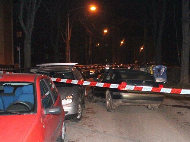 Řidič jízdou v ulici poškodil několik zaparkovaných automobilů.