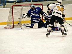 Havířovští hokejisté (v modrém) prohráli s Kadaní.