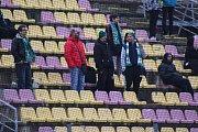 Karvinští fotbalisté (v bílém) nepřekvapili a prohráli.