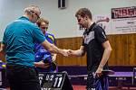 Stolní tenisté Baníku (modré dresy) doma nestačili v derby na TTC Ostrava.