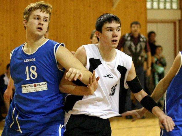 Michal Bahník (v bílém) je členem karvinského týmu.