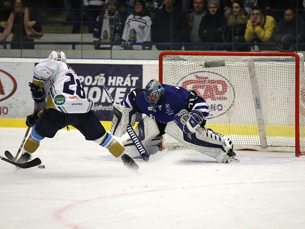 Havířovští hráči (vmodrém) uspěli na ledě Kladna.