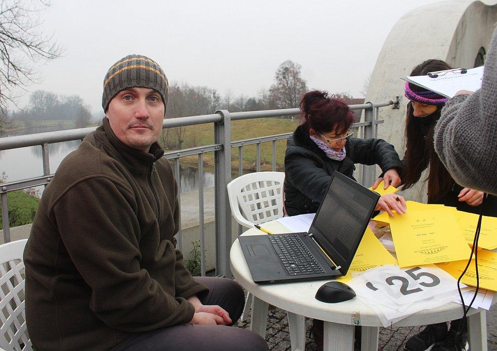 Pátý ročník amatérského běhu Od mostu k mostu mezi Koukolnou a Darkovem, Karviná 13. prosince 2020.