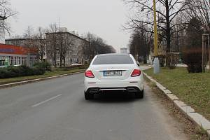 Útočník jezdil tímto vozidlem, které po zatčení zůstalo stát v Havířově na Dlouhé třídě.