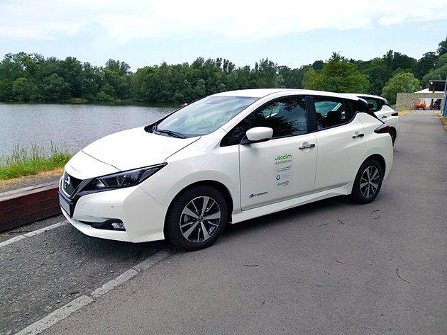 Karviná radnice má nově kdispozici dva elektromobily značky Nissan Leaf.