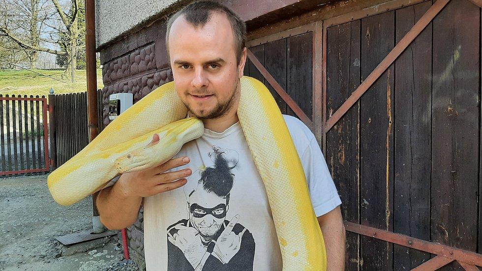 David Porwolik má jako koníčka chov exotických hadů.