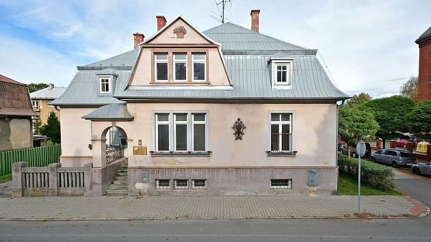 V této prázdné vilce v centru Bohumína by měly do dvou let vzniknout byty pro mentálně postižené.