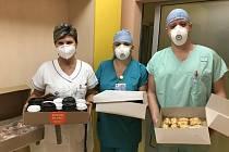 Heimstaden dováží jídlo a pití lékařům a sestřičkám do nemocnic.