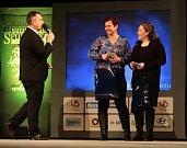 Maminky Terezy Palové a Kateřiny Němcové převzaly ceny za své úspěšné dcery - hokejbalové mistryně světa.