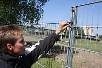 Pracovníci SSRZ Havířov jsou přesvědčení, že přestřihnuté spony ukazují jasně na záměr krádeže plotu.