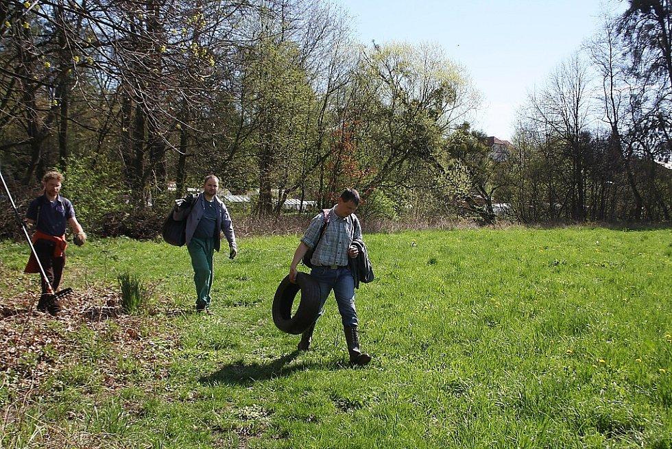 Jarní úklid řeky Lučiny a okolí.