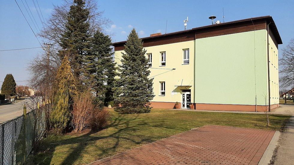 Dolní Lutyně. Školní budova na Zbytkách.