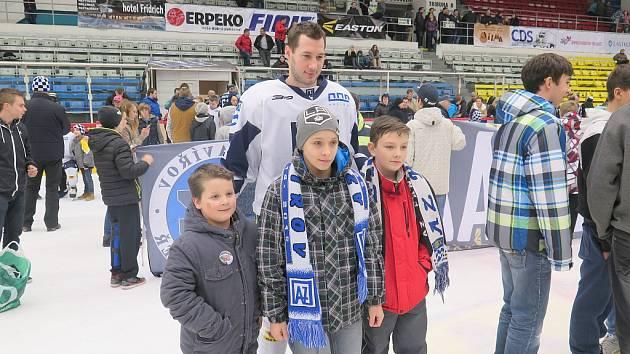 Loučení hokejistů AZ Havířov a jejich fanoušků se závěrem úspěšné sezony 2014/2015.
