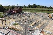 Stavba smuteční síně na centrálním hřbitově v Havířově-Šumbarku. Rozšiřování hřbitova.