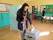 Volby v budově ZŠ Žákovská v Havířově.