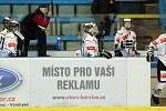 Karvinské hokejistky (v bílém) proti Slavii.
