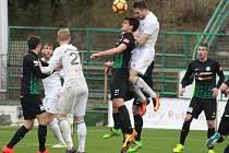 Mihailo Jovanovič (v bílém ve výskoku) se už na jaře trefil v Příbrami a na Slovácku přidal další gól.
