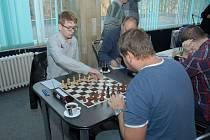 Maciej Mroziak, který hájí barvy Karviné, přehrál na první šachovnici porubského Jana Malíka a rozhodl o vítězství domácích.