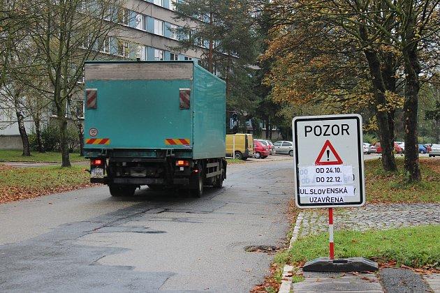 Slovenská ulice, která je páteří části karvinského sídliště Hranice, bude asi měsíc uzavřena.