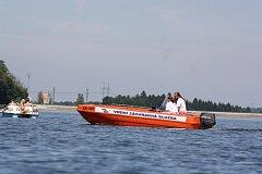 Rekreace na Těrlické přehradě. Vodní záchranáři.