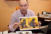 Ředitel Technických služeb Havířov Ludvík Martínek ukazuje nového maskota městské firmy.
