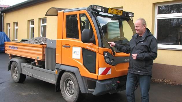 Nová multikára se bude podílet na zimní údržbě ulic a chodníků v Havířově.