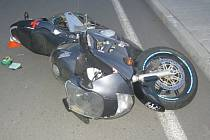 V Doubravě ve čtvrtek v podvečer havaroval motorkář. Řídil opilý.