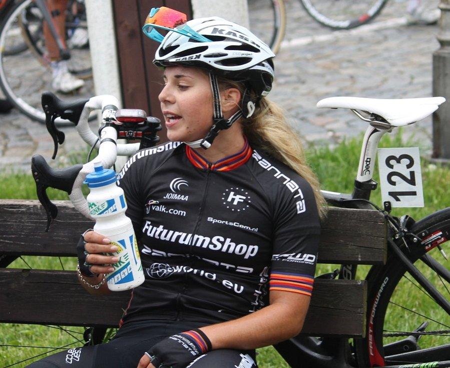 Dojezd cyklistek ve Štramberku.