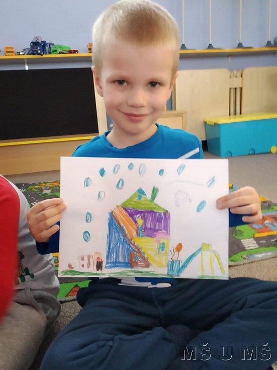 Děti dostaly za úkol nakreslit, jak si představují jejich školní zahrádku.
