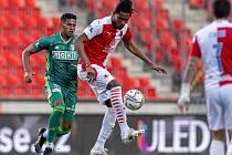 Slavia Praha - MFK Karviná 1:1, 32. kolo FORTUNA:LIGY (16. května 2021). Na snímku zleva Tavares, Deli a Stanciu.