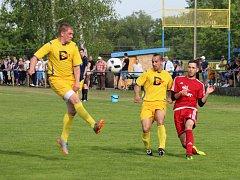 V obecním derby se radovali fotbalisté Dolní Lutyně (ve žlutém), kteří přehráli Věřňovice těsně 1:0.