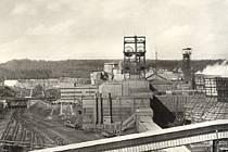 Historický snímek Dolu Barbora (v roce 1990 ještě 1. máj).
