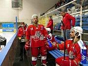 Havířovští hokejisté (v bílém) nestačili doma na Porubu.
