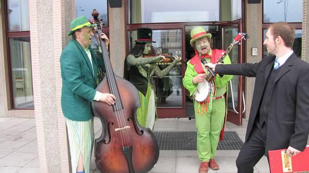 Vodnická kapela z Třeboně při zahájení Miniteatra.