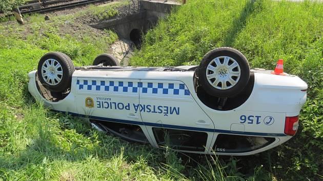 Nehoda karvinských strážníků.