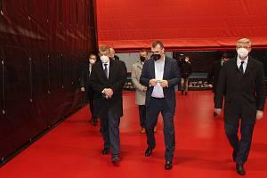 Premiér Andrej Babiš při návštěvě Havířova navštívil také budovu vlakového nádraží, která se předělává na společenské centrum a Národní centrum stolního tenisu na Šumbarku.
