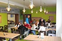 V Městském fotbalovém areálu v Havířově-Prostřední Suché byl zahájen provoz restaurace, kde se mohou občerstvit fanoušci i fotbalisté.