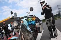 Mladinká motokrářka Dominika Gawliczková z Havířova jela sama z Česka až k čínské hranici.
