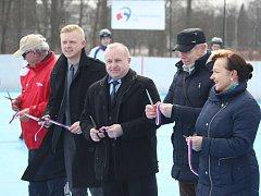 Slavnostní otevření hokejbalového hřiště s plastovým povrchem.