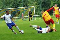 Těšíňané (bílé dresy) podlehli po vyrovnaném průběhu utkání domácímu Frýdlantu.