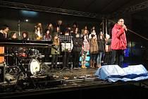Stalo se již hezkou havířovskou tradicí, že místní křesťanské církve na Štědrý den od 22 hodin pořádají na náměstí Republiky netradiční bohoslužbu pod širým nebem.