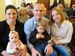 V neděli 26. listopadu dopoledne se v obřadní síni na Zámku konalo předposlední letošní vítání nejmenších občánků města Havířova.
