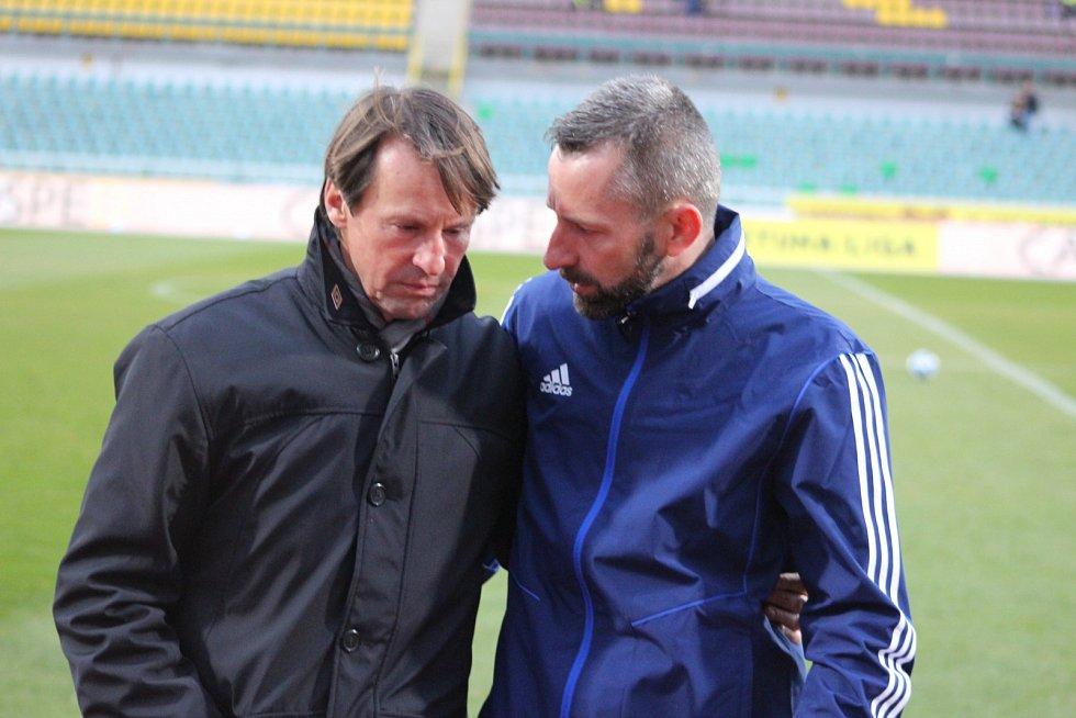 Nový trenér Karviné František Straka. Vpravo jeho asistent Marek Bielan.