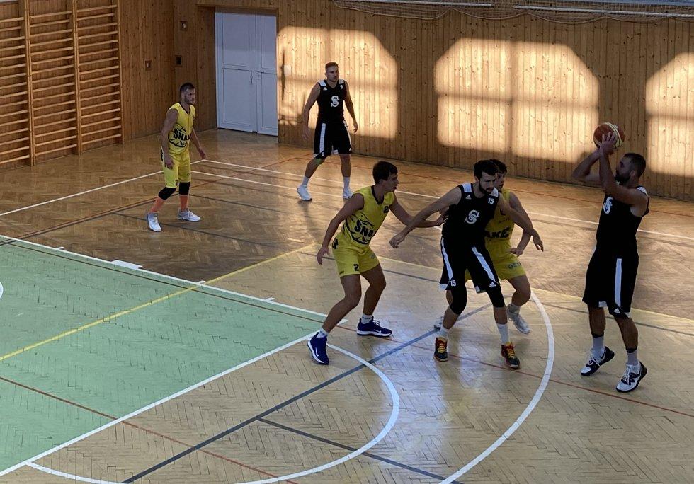 Karvinští basketbalisté vyhráli domácí Emil Cup.