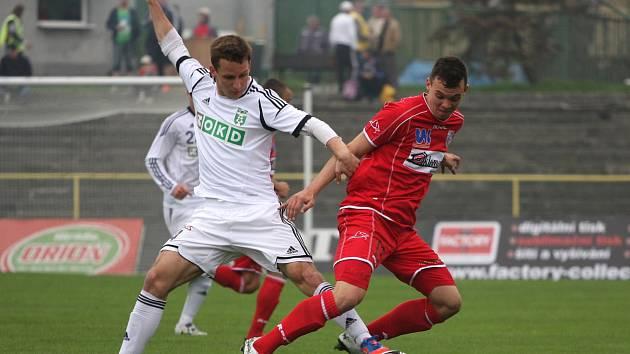 Karvinští fotbalisté (v bílém) porazili doma Ústí nad Labem.
