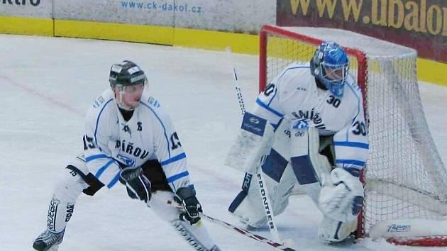 Hokejisté Havířova (bílé dresy) zdolali doma Vsetín 4:2.